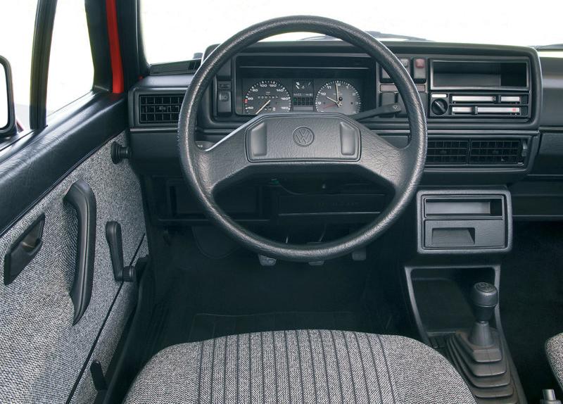 Volkswagen-Golf_II kokpit