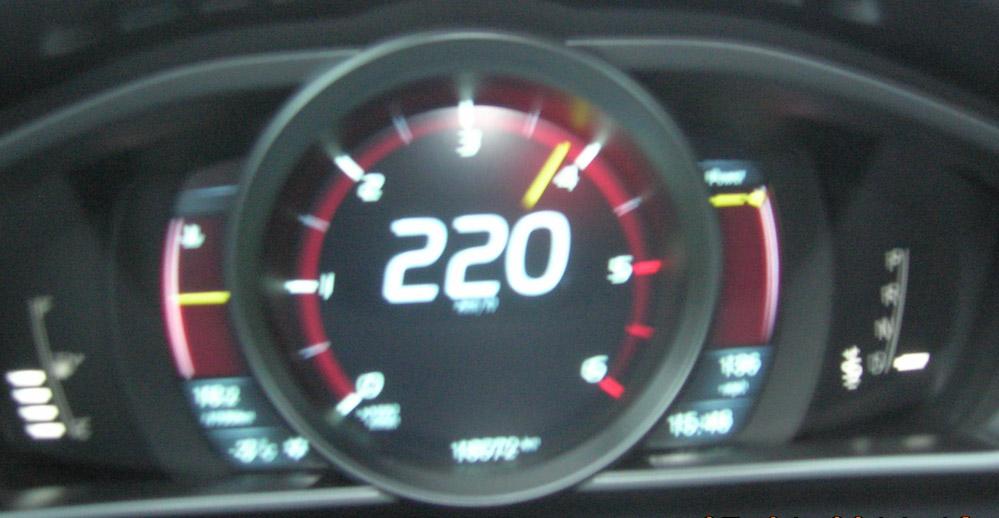 220 km h  volvo v40